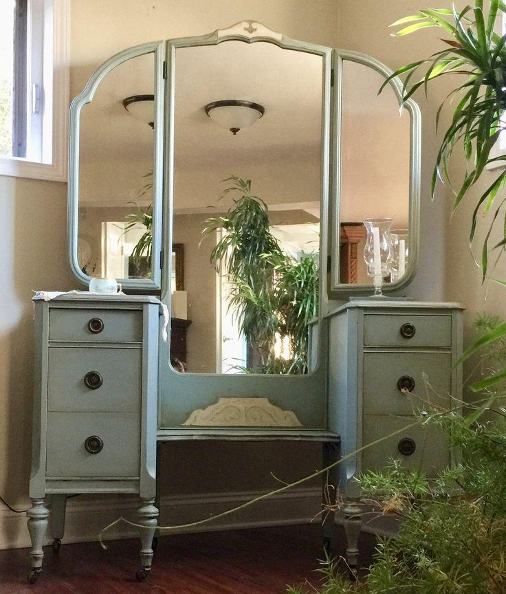 Vintage dresser romantic dresser/1940's vanity /bedroom