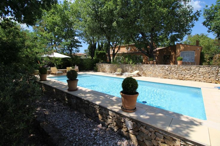 Garéoult, in the heart of Green Provence, close to the village and all amenities, lovely provencal house of character located ion a plot completly fenced and landscaped 2 715 sqm planted with Mediterranean trees. Located in a residential district, quiet, privacy. Nice eating pool (11 x 5.5 m). Entrance, large living room / dinning room with cheminey, independant furnished kitchen, shaded terrace on the south, 3 confortables bedrooms, bathroom, toilet. Upstairs : mezzanine with a study an...