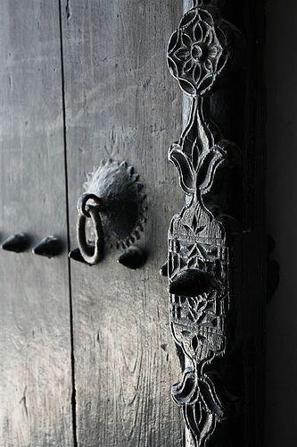 Door | ドア | Porte | Porta | Puerta | дверь | Details | 細部 | Détails | Dettagli | детали | Detalles |  Oman by Eric Lafforgue, via Flickr