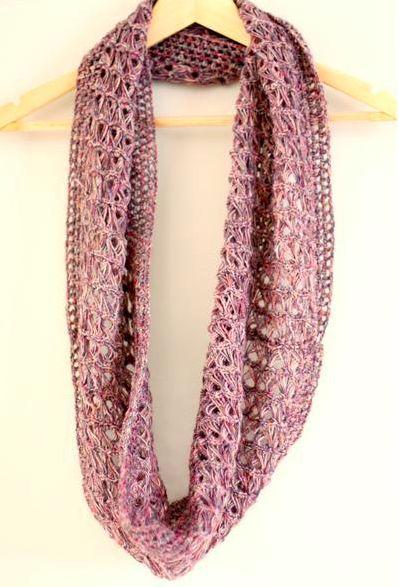 Kijk wat ik gevonden heb op Freubelweb.nl: een gratis patroon van Lisette Eisenga om deze mooie sjaal te stokhaken https://www.freubelweb.nl/freubel-zelf/zelf-maken-met-haakgaren-kol/