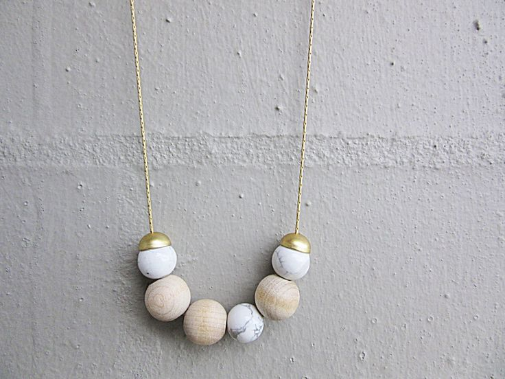 NL-172 White Howlite Round Bead and Natural Colour Wooden Beads with 16K Matte Gold Plated Bead Cap Necklace in 16K Gold Plated Brass Chain | Felt