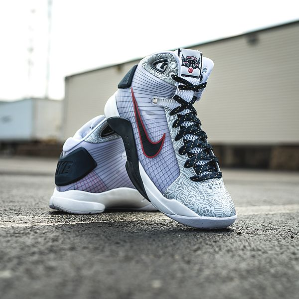 The Nike Hyperdunk OG first made its appearance during the Beijing  Olympics, eight years later they're making a come back just in time for Rio!