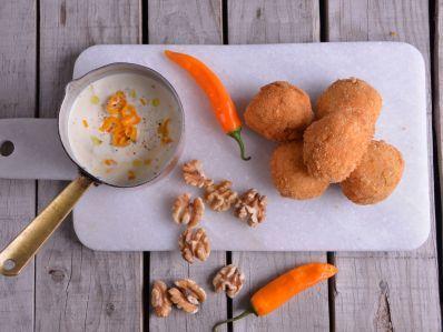 Receta | Croquetas de salmón con dip de crema de nueces y naranja - canalcocina.es