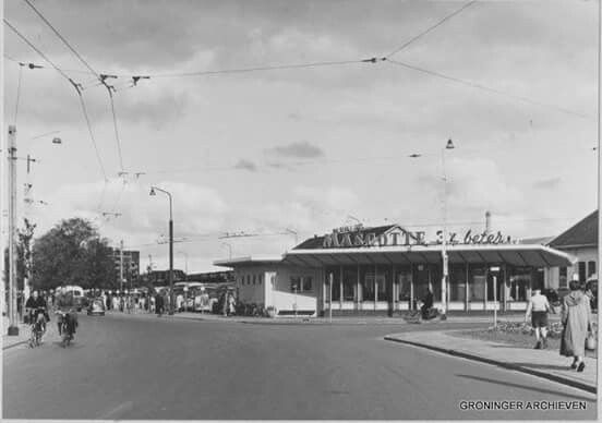 Stationsplein/weg Groningen busstation met restauratie 1955
