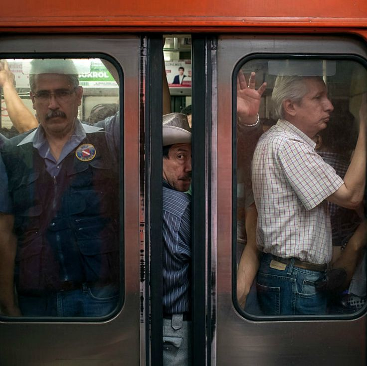 A pesar del tráfico y la contaminación, las clases acomodadas de la capital de México aseguran que no usan el transporte público por miedo a ser atracados, pero para sociólogos, la preocupación por el estatus social está detrás de la resistencia.