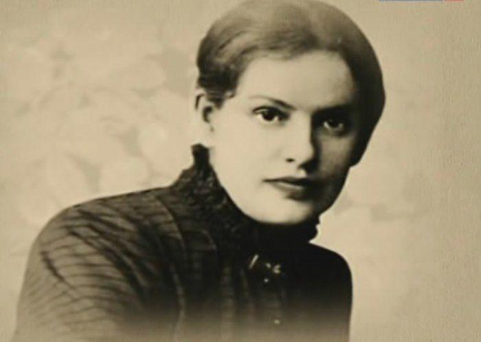 Ей часто делали предложения руки и сердца, но она отвечала отказом – христианский брак казался ей нелепой затеей, еще в 17 лет она провозгласила себя атеисткой. Она жила с мужчинами, но при этом до 30 лет оставалась девственницей. В нее были влюблены Фридрих Ницше, Райнер Мария Рильке, Зигмунд Фрейд