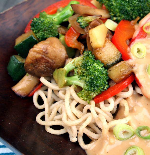 Veganmisjonen: Wok med brokkoli og paprika, nudler og peanøttsaus...
