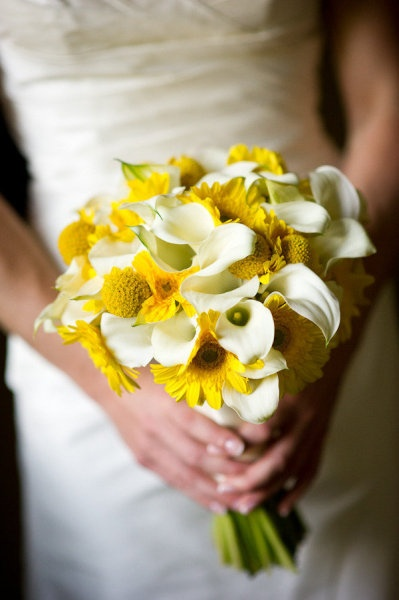 I love this daisy and calla lily as a bouquet choice