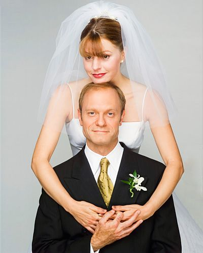 After years of being oblivious to his attraction to her, (Frasier's) Daphne Moon (Jane Leeves) married Niles Crane (David Hyde Pierce) in 2002.
