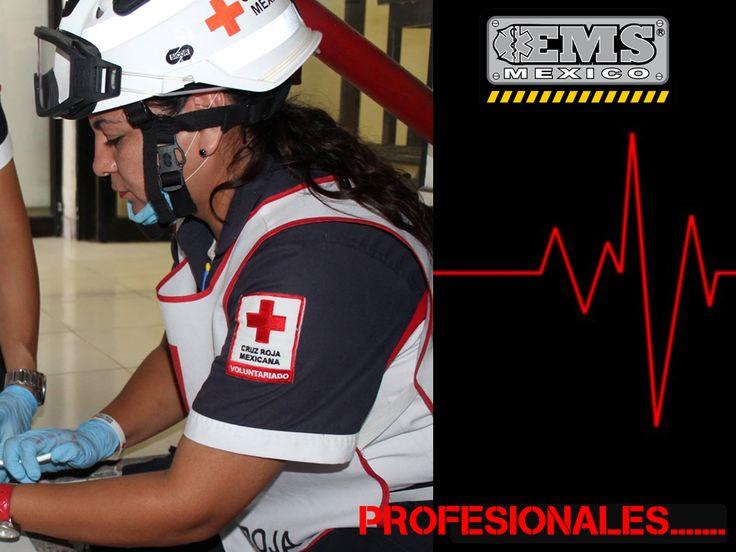 Para nosotros es un honor, encontrar nuestros productos en servicio, #CascoEOM #Sicor en acción.  Con los Profesionales de #CruzRojaMexicana #SoyEMS #EMSMexico #EquipandoALosProfesionales  Más información sobre  #CascoEOM http://www.emsmex.com/producto/429/casco-para-rescate-eom  ¿Necesitas información de precios, existencias, detalles? Contátanos: Ventas@EMSMex.com 01 81 8340 3850 www.EMSMex.com  Fotografía: Compartida del FB de Cruz Roja Mexicana, Delegación Culiacán, Sinaloa.