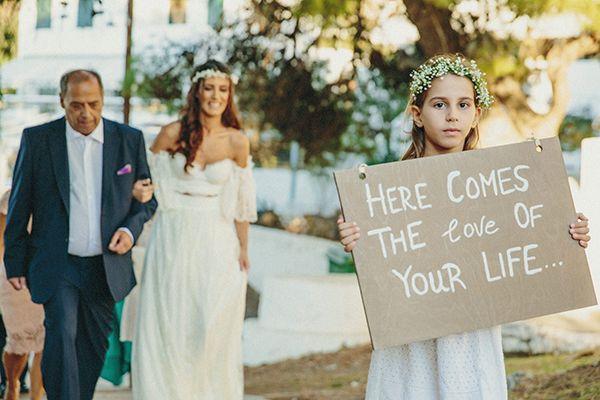 Έχουμε λατρέψει αυτόν τον όμορφο diy γάμο στη Ύδρα! Με χειροποίητες λεπτομέρειες που επιμελήθηκε το ίδιο το ζευγάρι: από τις μπομπονιέρες για τους καλεσμέν