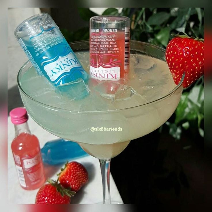 """Kinky Kutie Margarita""  #six8drinks #margarita #kinkyliqueur  #summer #tequila #strawberry  Ice shake Tequila Sour lime juice triple sec. Insert 1.5oz bottle of kinky red and blue. Strawberry garnish.  #foodphotography #itakepictures #wow #goodone #drinks #alcohol #vodka #rum #liqueur #kutiepie #liquor #food #detroit #mixology #bartender #barlife #barcelona #hawaii #london #paris #china #yummy by six8bartends"