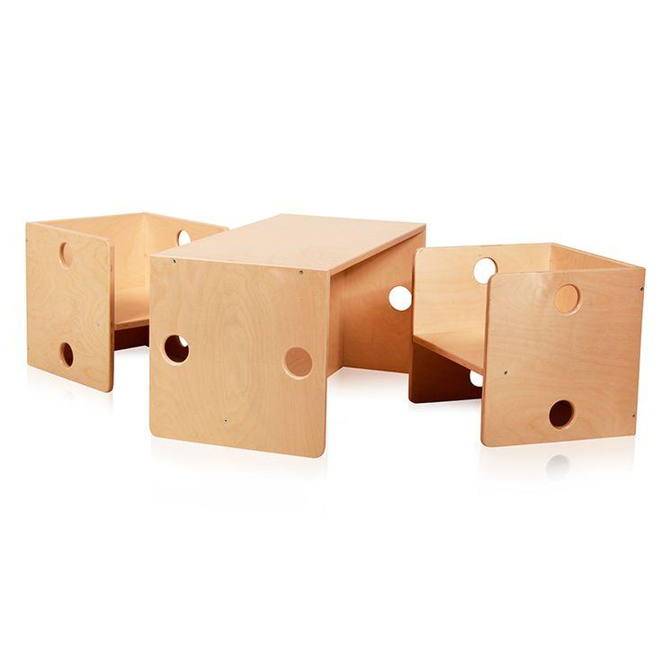 2 houten kinderstoeltjes met bankje - ook als tafeltje te gebruiken. Kids table & chairs