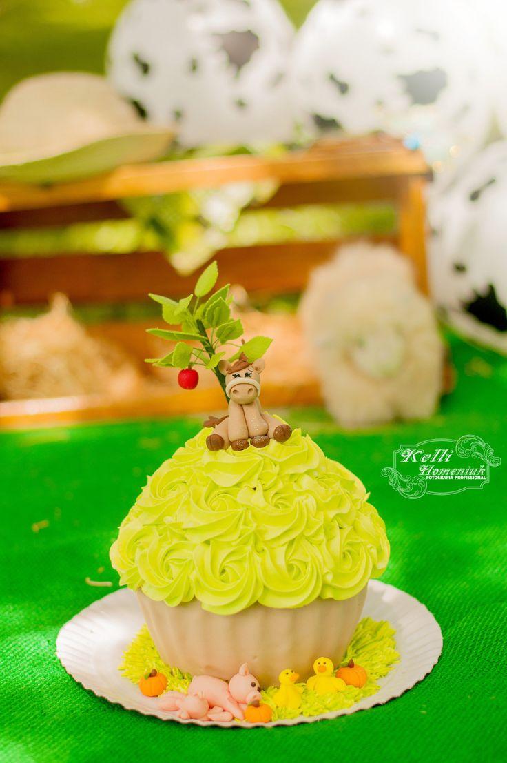 Curitiba, Kelli Homeniuk, Ensaio de bebê, 11 meses, 1 aninho, pré aniversário, bolo big Cupcake, Fazendinha, Smash The Cake, Cake Smash, Verde, bolo (41)9729-6585