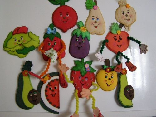 algunas frutas y verduras para pegar con iman hechas en fomi