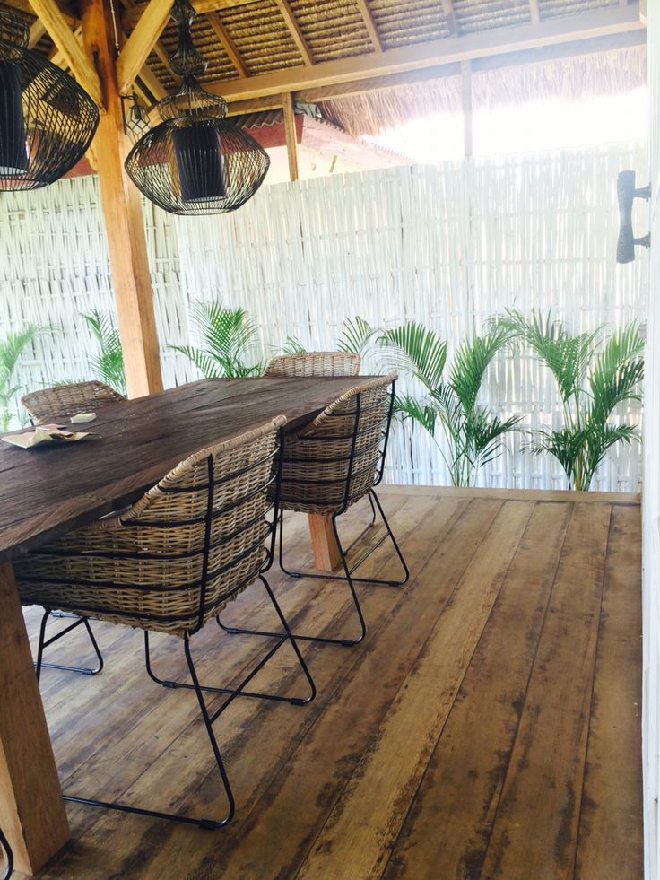 Design Dinner beach chair. Iron & ratten from SENANG Living