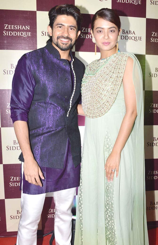 Hussain Kuwajerwala and Surveen Chawla at Baba Siddique's iftar party. #Bollywood #Fashion #Style #Beauty #Hot #Desi #Ethnic