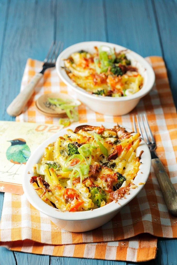 Vegetarischer Nudelauflauf | http://eatsmarter.de/rezepte/vegetarischer-nudelauflauf-1