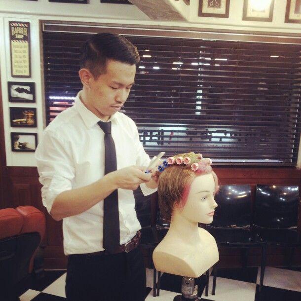 오현씨 펌 교육중...      #인턴교육 웨이브 포마드 스타일교육하는중에... #열심히 교육받는 바버샵 밤므인턴 #barbersinctv #barbernetwork  #barber training#barber perm