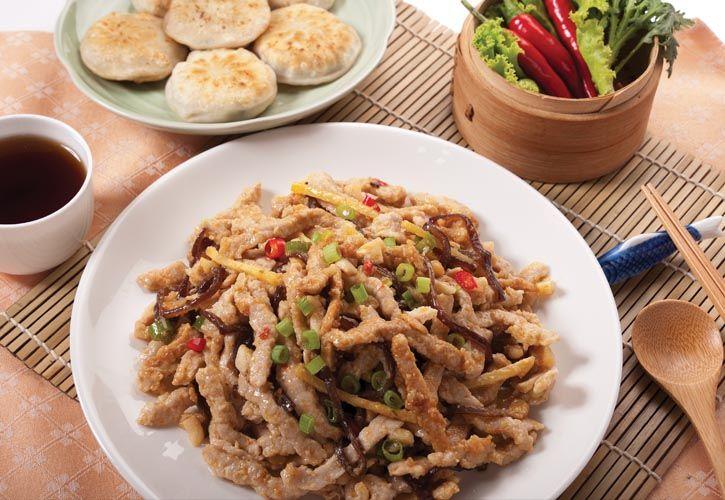 中華五大菜系之一的川菜,講究的是「五味調和」,「以味為本」,味型、菜式之多,居各大菜系之首。由宴席菜、家常菜、三蒸九扣菜、風味小吃組成了一個完整的體系。