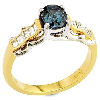 Cambiare - Color change garnet ,white diamond and yellow gold ring.