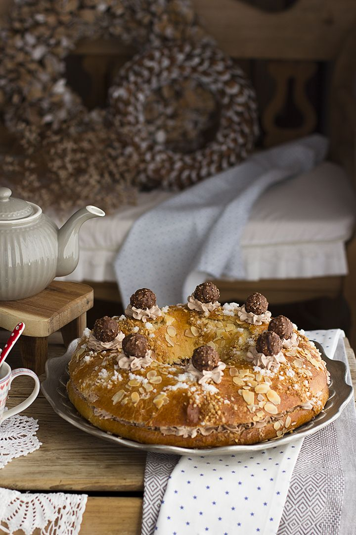 Un delicioso Roscón de Reyes de Ferrero Rocher para sorprender con una opción distinta en el día de los Reyes Magos. Delicioso toque a avellanas y chocolate