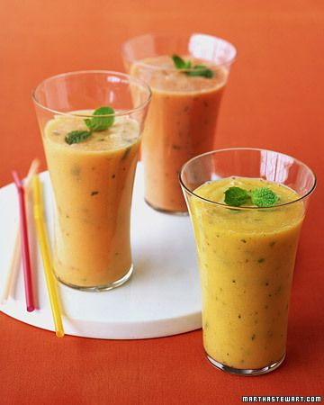 Papaya-Ginger Smoothie  2 1/2 cups papaya (Solo or Mexican) chunks  1 cup ice cubes  2/3 cup nonfat plain yogurt  1 tablespoon finely chopped peeled fresh ginger  1 tablespoon honey  Juice of 2 lemons  16 fresh mint leaves, plus 4 sprigs for garnish