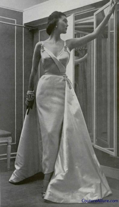 #Dior evening gown, 1950. https://www.pinterest.com/olgatoptour/dior-cosmetics https://www.pinterest.com/olgatoptour/dior-coat https://www.pinterest.com/olgatoptour/dior-clutch Hey @bberghammer50, @candessmicala, @lastmoyo, @CarmenLudi! What are you think