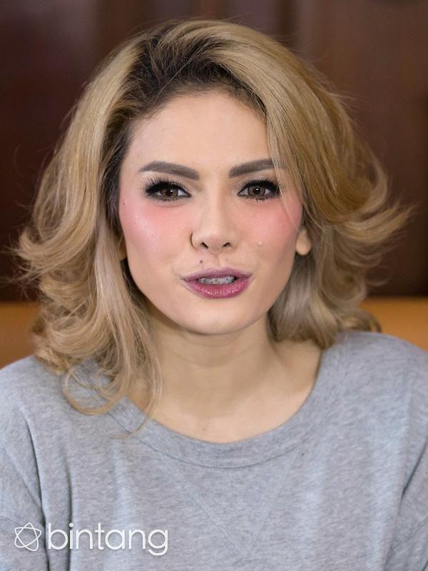 Unggah Video Bikini, Nikita Mirzani Cuek Dihujat Netizen - http://wp.me/p70qx9-5p6