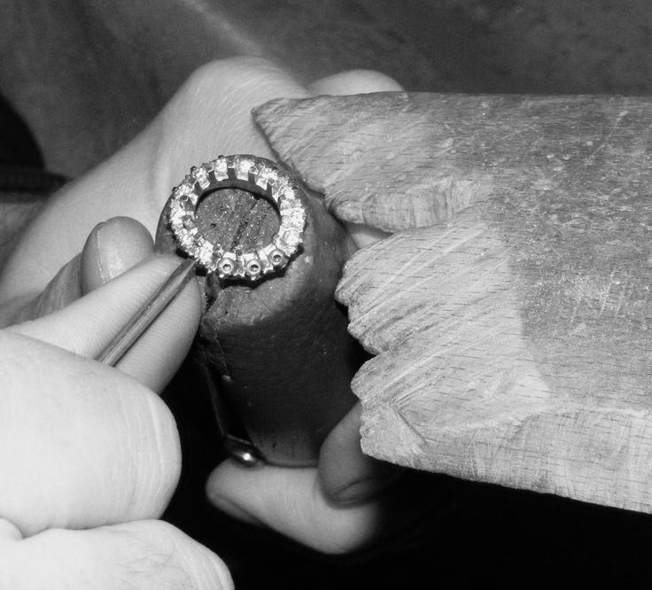 Hand setting diamonds a ring