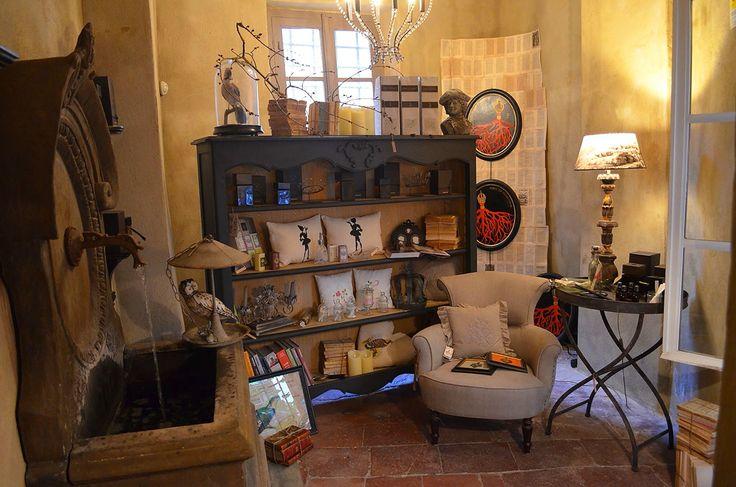 #In #centro #storico #a #Lucca #si #nasconde #un #Atelier #di #arredamento, #con #atmosfere #di #una #casa #da #fiaba, #impreziosita #da #oggetti #in #stile #Francese #e #Brocante.