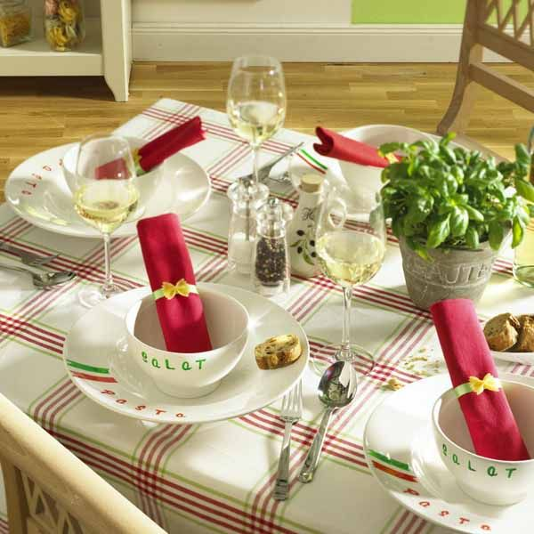 Table setting ideas in red green and white