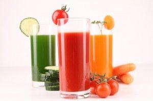 Detoks diyetinde çiğ sebze suları Taze çiğ sebzelerin suyunu çıkarmak için düzgün bir meyve presine ihtiyacınız olacak. Böylece yüksek basınç altında sebzelerin suyunu sıkıp, faydalı sıvı içeriği alıp, lifli etli kısımları atabilirsiniz. Çiğ sebze suyunun en büyük avantajı, pişirme işleminde ısı tarafından yok edilen güçlü aktif enzimleri saklamasıdır. Çiğ sebze suyu, bütün vitaminlerin ve gerekli …