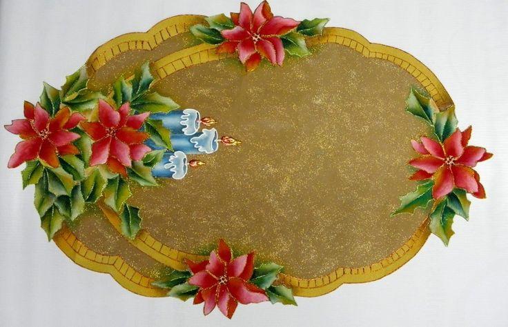 Carpeta en yute sin goma con aplicaciones de ponsetias, (la flor de navidad) y velas decoradas.