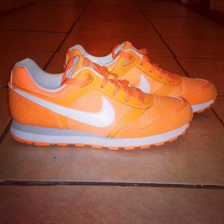 orange nike_Ndyka Bo