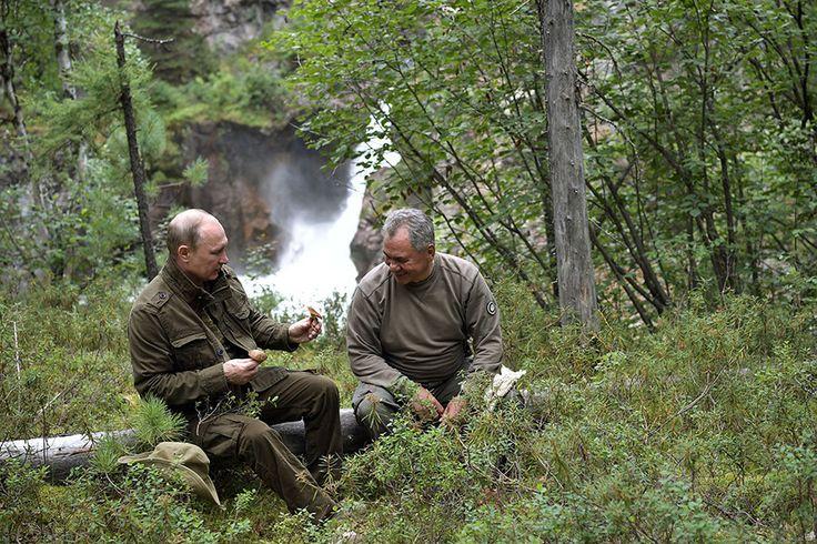 S'accordant une petite pause estivale de quelques jours en république de Touva, en Sibérie méridionale, le président russe Vladimir Poutine a été filmé en train de pêcher un brochet. Aux termes des deux heures qu'aura duré l'affrontement entre le poisson...