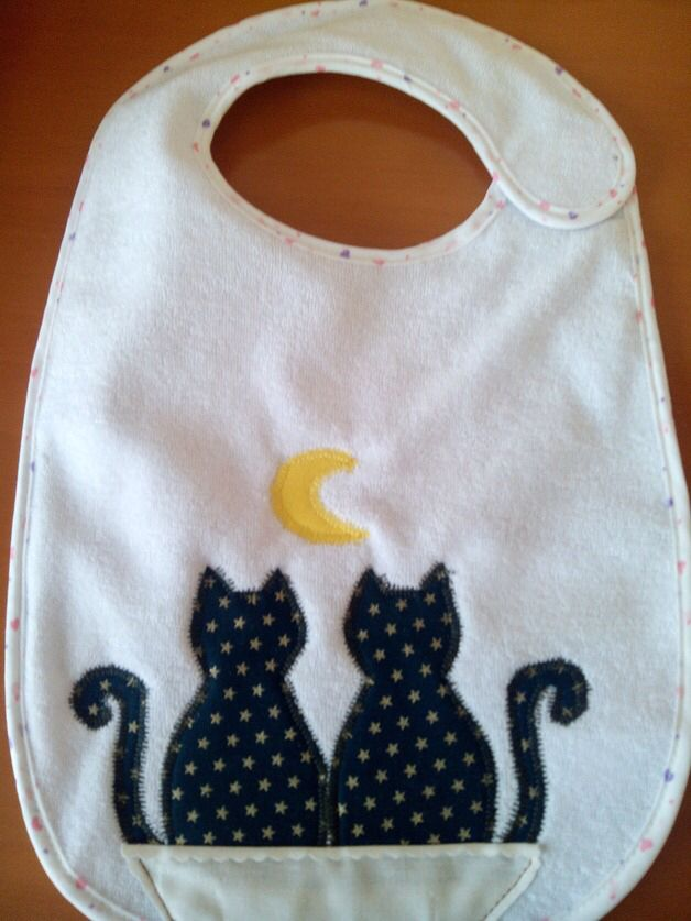 Two cat bib, no pattern