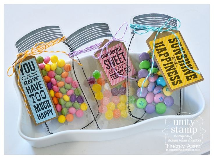 Make clear jar party favors and fill it with candies!  These would be adorable for a mason jar party!!!  :)