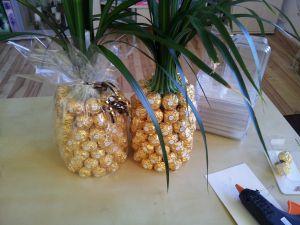 Ich denke bei einer Ananas würden die Rocher nicht ganz so weit hoch gehen