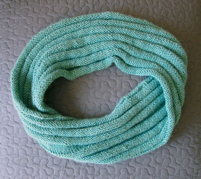 Knit Flower Pattern Free : 1000+ images about Mobius sjaal on Pinterest Cowl patterns, Yarns and Ravelry