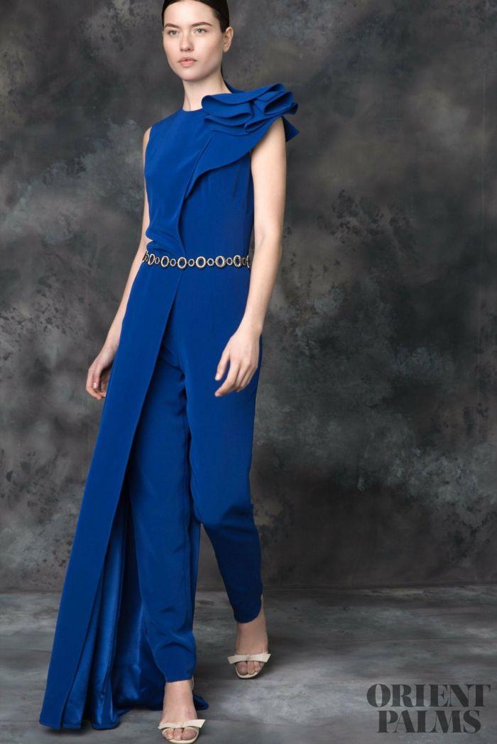 Elegantes dunkelblaues Outfit für besondere Anlässe, Idee für Silvester Outfit, silberner Gürtel, weiße High Heels