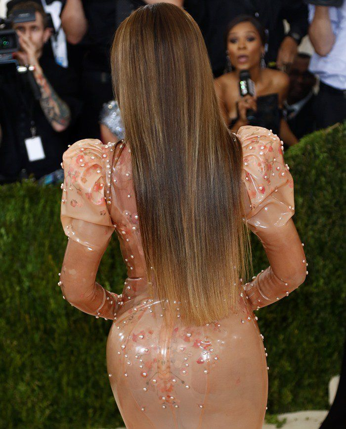 Beyoncé Ditches Wedding Ring in Sexy Latex Givenchy Dress