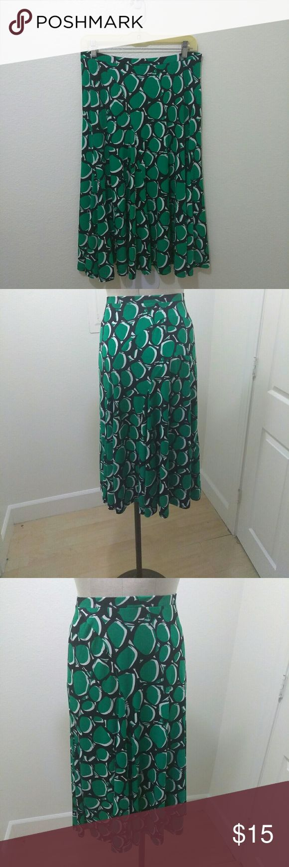 Nine West Soft and Flowy Midi Skirt Nine West Waistband, Multicolored Printed Green,white and black Women's skirt... Waist:30 inches... Length:28.5 inches... Excellent Condition. Nine West Skirts Midi