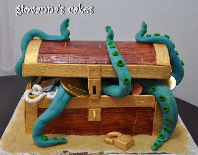 giovanna's cakes: Marc's pirate treasure chest cake & cupcakes