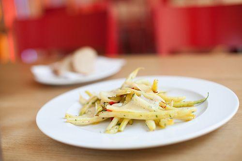 Restované fazolky s chilli a sýrem Peccorino / Sauteed Green Beans with chilli and Peccorino   ||| www.bistrofranz.cz