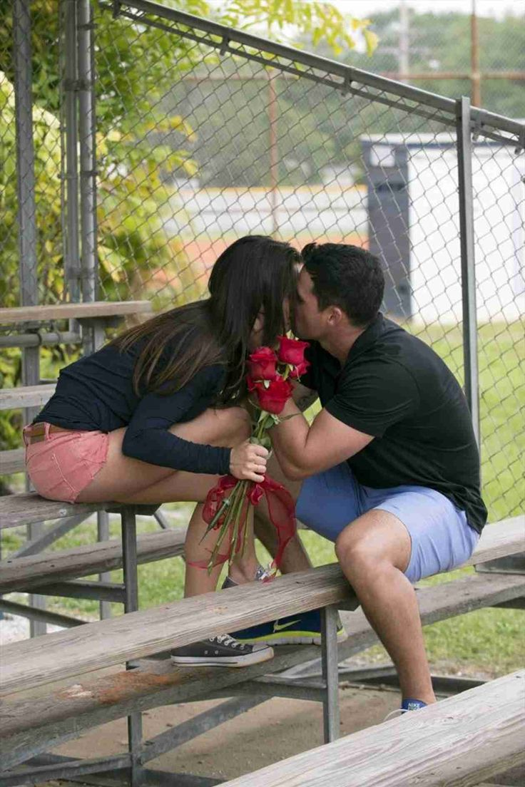 Andi Dorfman and Josh Murray Share a Kiss in Episode 8