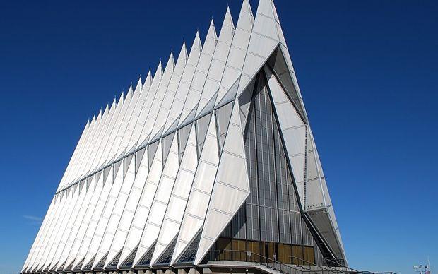 El diseñar para instituciones religiosas es un gran reto arquitectónico; muchos elementos entran en juego y es fácil caer en la repetición. Aquí un conteo de los recintos religiosos que destacan por su arquitectura original.