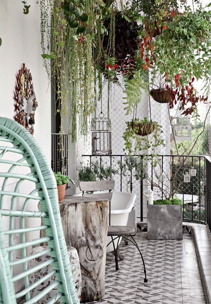 terrace design ideas potted plants hanging plants balcony plants Source by akosfeld Outdoor Spaces, Outdoor Living, Outdoor Decor, Outdoor Furniture, Terrasse Design, Small Balcony Design, Apartment Balconies, Apartment Backyard, Balcony Garden