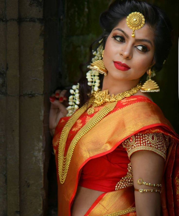 South Indian bride. Gold Indian bridal jewelry.Temple jewelry. Jhumkis. Red and gold silk kanchipuram sari.Side braid with fresh jasmine flowers. Tamil bride. Telugu bride. Kannada bride. Hindu bride. Malayalee bride.Kerala bride.South Indian wedding.