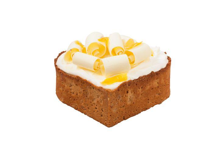 Dortové srdce Citronové Luxusní pečený korpus z máslový sušenek a biocelozrnné špaldové mouky, naplněn osvěžujícím citronovým krémem z mascarpone, dozdoben bílou čokoládou, zkaramelizovanou kůrou a citronovým karamelem.
